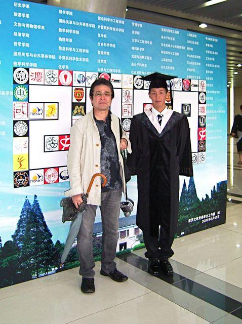 卒業式息子と父.jpg