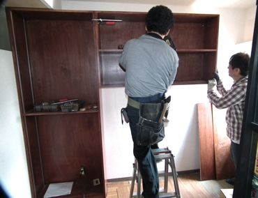 執務室収納棚デスク側作業中370.jpg