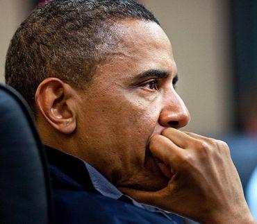 映像に見入るオバマ大統領修正370.jpg