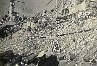 米LST九州から出航370.jpg