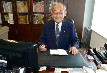 西田さん机上にて.jpg