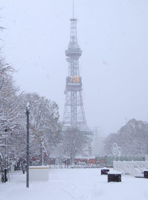 雪とテレビ塔.jpg